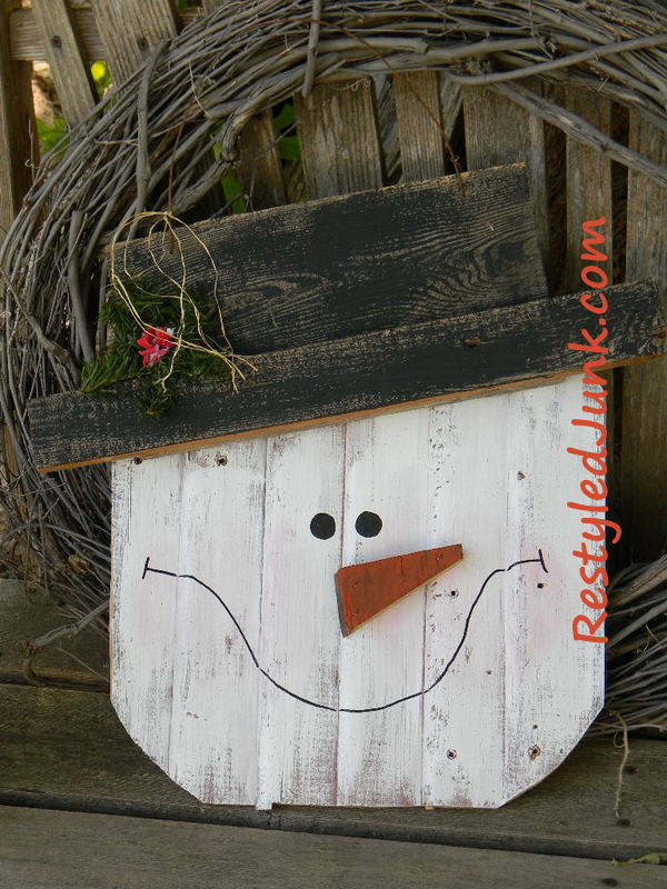 Rustic wood snowman head for All free holiday crafts